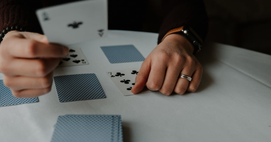 RNG Blackjack vs. Blackjack de dealer live